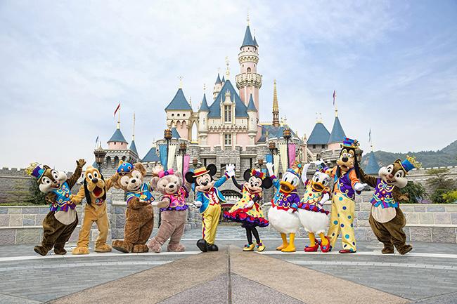 Kết quả hình ảnh cho 3. Hong Kong Disneyland