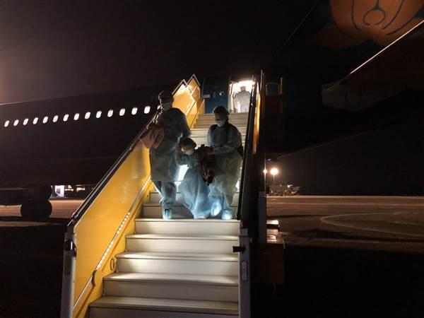 Công dân từ tâm dịch về sân bay Vân Đồn