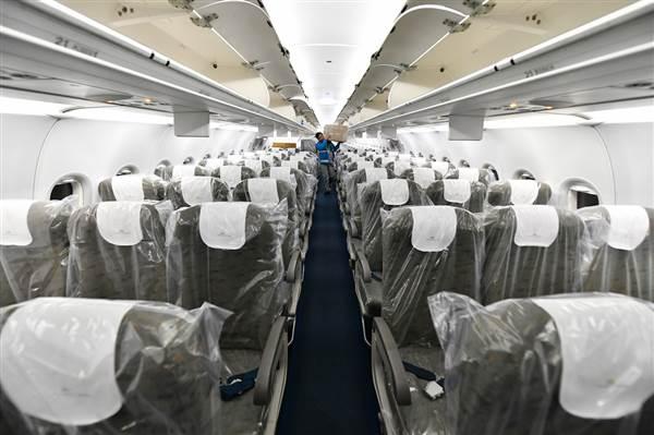 Toàn bộ ghế được bọc nilong tránh lây lan virus