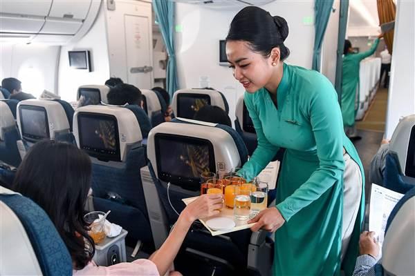 Vietnam Airlines khôi phục một số dịch vụ trên chuyến bay trước diễn biến tích cực của dịch COVID-19