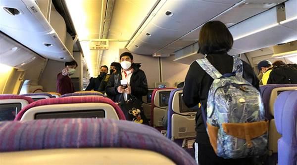 Hành khách phải đeo khẩu trang trong suốt chuyến bay