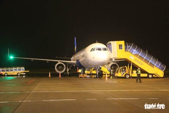 Máy bay đầu tiên của Vietravel Airlines về căn cứ ở Huế