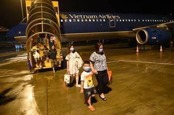 Hàng không bay xuyên đêm dịp tết